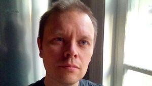 Lu Yun Teekirja -kuunnelman käsikirjoittaja ja ohjaaja Janne Saarakkala