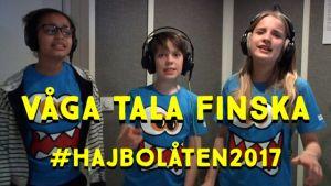 Keira, Daniel & Stella står och sjunger i en musikstudio