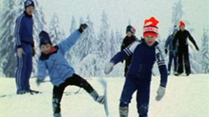 Lapsia Suomen ladun järjestämässä hiihtokoulussa 1979