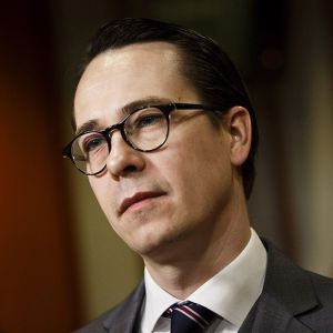 Försvarsminister Carl Haglund (SFP).