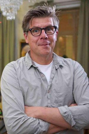 Jan Blomgren seisoo kädet ristissä.