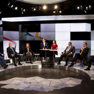 Bild på de åtta partiledarna från debatten den 27 oktober 2016