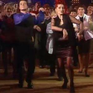 Aira Samulin opettaa tanssia
