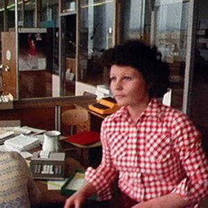 Eija Åhman osuuskaupan toimistossa