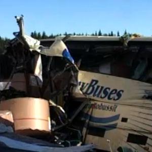 Konginkankaan onnettomuuspaikalta kuvaa bussista Yle Uutisissa