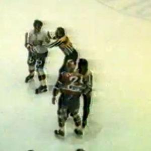 HIFK:n Ari Lähteenmäki sai 27 ottelun pelikiellon pahoinpideltyään rajusti Jokerien puolustajan Petri Lampisen 1986.