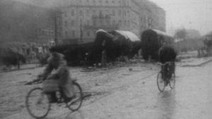 Ihmisiä Budapesin kaduilla kansannousun aikana.