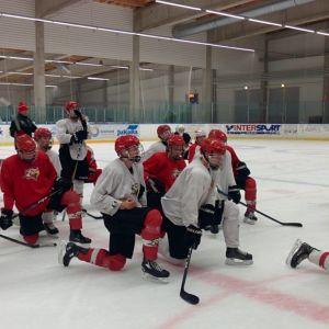 Vasa Sports B-juniorer tränar.