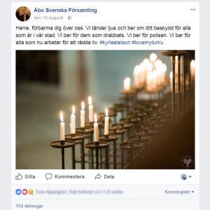 Skärmdump från Åbo Svenska Församlings Facebook-sida med en bild av ljus och en text om att Herre skall förbarma.