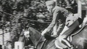 Mies ratsastaa