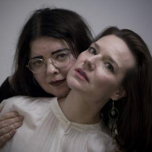 Författarna Lina Hagelbäck och Ulrika Nielsen.