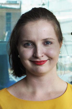 Kontrabasisti Heidi Rahkonen.