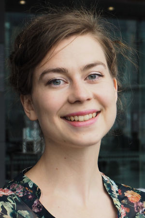 Huilisti ja akrobaatti Jacintha Damström.