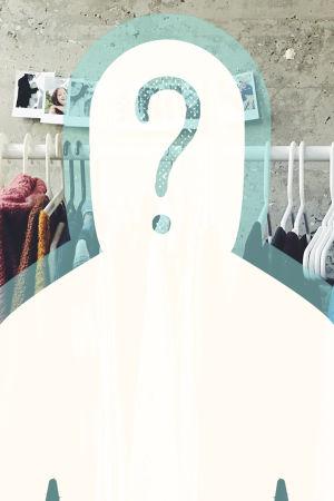 Kuvassa vaatteita hengareissa. Kuva: I am Priscilla.