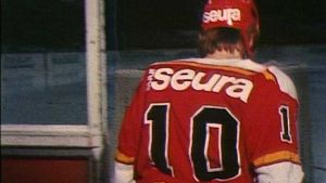 Reijo Ruotsalainen menossa jäälle 1977.