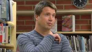 Elias Simons trivs på biblioteket