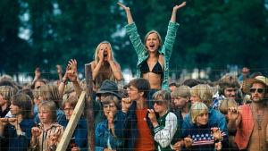 Yleisöä Ruisrockissa 1970-luvulla
