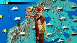Seija Paasonen ja Katti Matikainen sääkartan edessä.