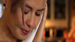 Päivikki itkee