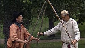 Turkka Aaltonen ja Jaakko Kolmonen kokoavat tiipiin. 1988.