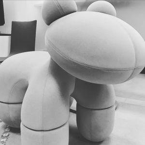 Instagramin Moon filtterillä käsitelty Eero Aarnion Pony-tuoli