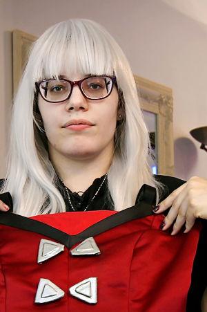 Reunalla-sarjan Ana esittelee cosplay-asuja