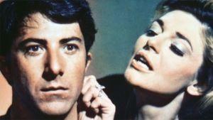 Dustin Hoffman ja Anne Bancroft elokuvassa Miehuuskoe