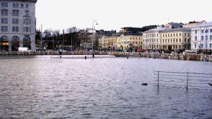 Kauppatorilla oli tulva vuonna 2005
