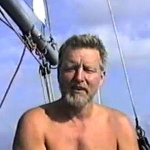 Pertti Duncker purjeveneessään.