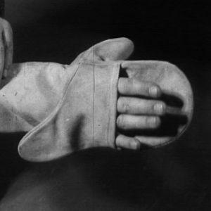Rukkanen, jonka voi pukea käteensä kahdeksalla eri tavalla