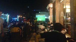 Fullt med folk i Arbil, där man försöker leva som vanligt