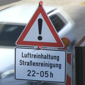 Trafikmärke med tysk text.