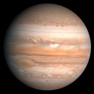 Bild på Jupiter tagen 1979 av Voyager 1.