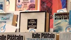 Kalle Päätalo -romaanit ikkunassa
