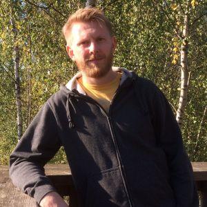 Pekka Peura lintutornilla Viikinrannassa