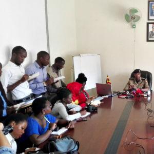 Polisens presskonferens i Uganda den 19 februari 2018.