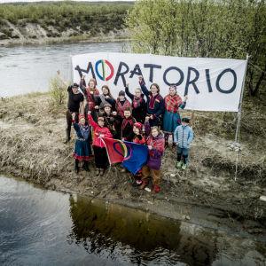 Ellos Deatnu-gruppen på Tiirasaari i Tana älv sommaren 2017.