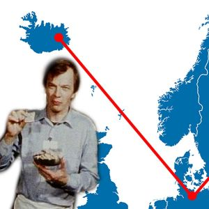 Jaakko Kolmonen herkuttelee. Taustalla Pohjoimaiden kartta.