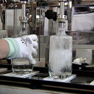 Tillverkning av gin på Kyrö Distillery.