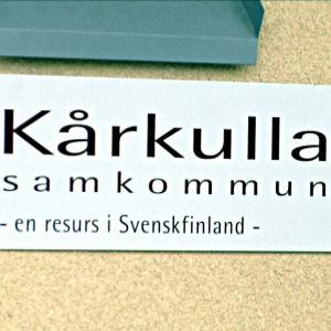 Skylt med texten Kårkulla samkommun - en resurs i Svenskfinland