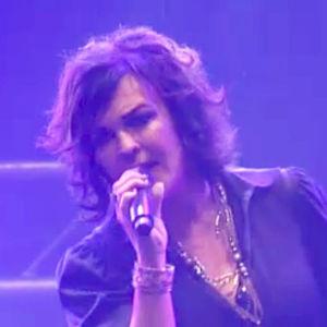 Paula Koivuniemi laulaa Provinssirockissa.
