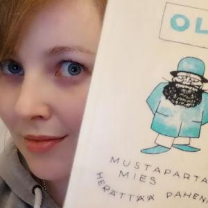 Marile 1001 kirjaa ja yksi pieni elämä -blogisti ja Ollin Mustapartainen mies kija