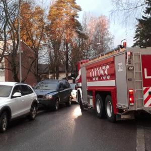 FBK:s brandbil på Brandkårsvägen i Grankulla.