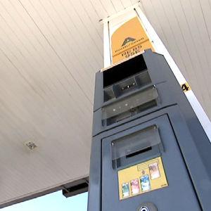 ST1:n bensa-automaatin maksutavat ovat liikuntaesteisen ulottumattomissa.