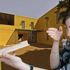 Arkkitehti Saija Hollmén suunnittelemansa naisten turvatalon Kwiecon edessä Tansaniassa.