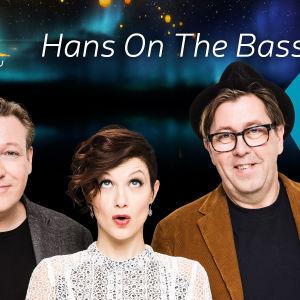 Musikgruppen Hans on the bass.