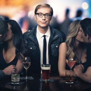 Hello Ladies-sarjan päähenkilö Stuart (Stephen Mechant)