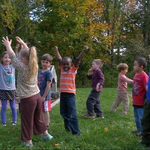Barn vid Ocean Avenue Elementary School i Portland, Maine