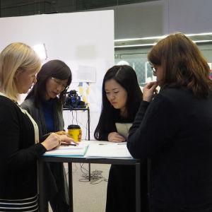 Tulkkina haastattelussa toimii kilpailupianistina toiminut Naoko Ichihashi. Riikka Holopainen haastattelee ja Tiina Siniketo ohjaa.