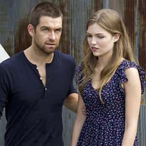 Banshee-sarjan Lucas Hood (Antony Starr) ja Rebecca Bowman (Lili Simmons)